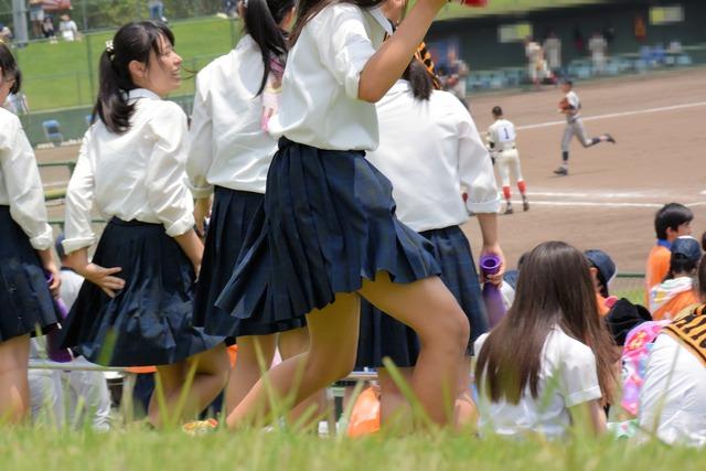 高校野球を応援してる「JK」シリーズ!暑さで蒸れている制服を高画質で撮った写真が→こちら。