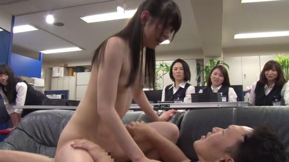 セックスを観察してるエロ画像