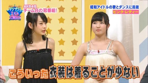 AKB横山結衣(15)と本田仁美(15)が半裸でピンクレディー歌う