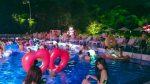 ナイトプールの水着女子3人をノリで誘ったらマグレで6Pできた