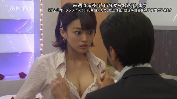 朝倉あき(27)が深夜ドラマで脱がされてブラジャー公開